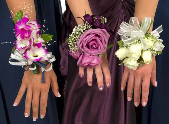 bridesmaids_wrist_corsages