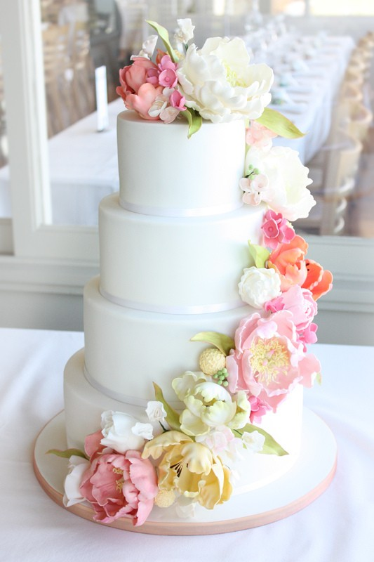 Fresh Flowers Can Be Employed In A Number Of Ways Your Cake Decorating From Delicate Garnish To All Out Cakes Topped With Flower Arrangements